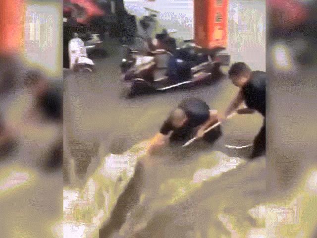 NÓNG nhất tuần: Hình ảnh gây sốc về đợt mưa lũ chưa từng thấy ở Hà Nam, Trung Quốc