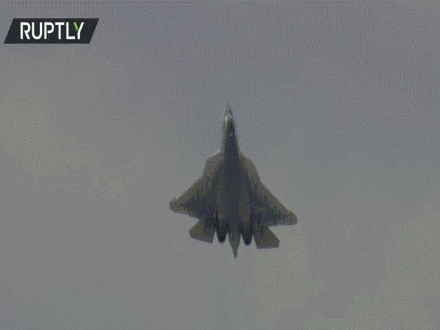 Video: Tiêm kích tàng hình Su-57 Nga phô diễn tuyệt kỹ đứng yên giữa trời