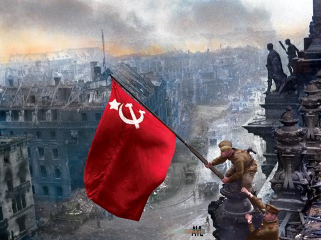 Trận chiến buộc Hitler phải tự sát, Đức quốc xã đầu hàng vô điều kiện