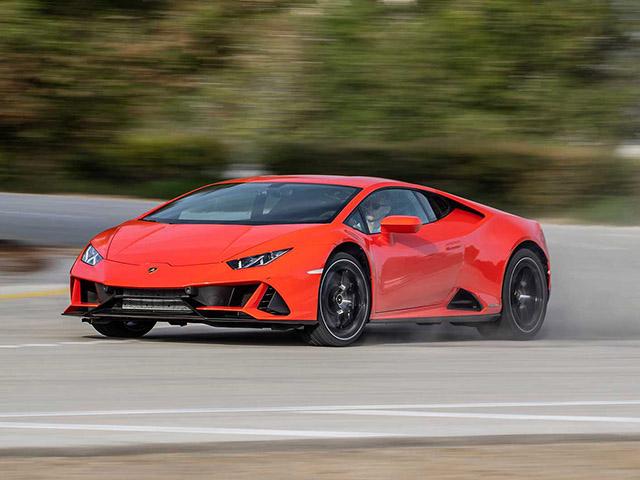 """""""Lamborghini"""" đâm ngang hông người đi xe máy rồi lẳng lặng bỏ đi"""