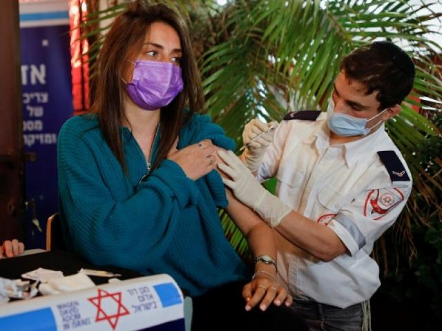 Israel loại bỏ 80.000 liều vaccine Pfizer