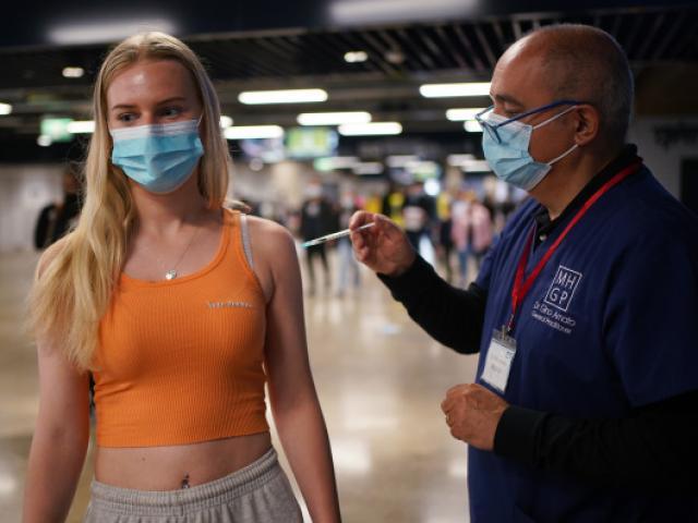Anh: Gần 95% người lớn có kháng thể chống Covid-19