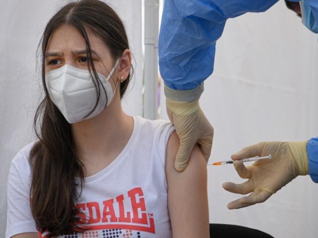 Mỹ: Ủy ban của FDA phản đối tiêm vaccine Covid-19 mũi thứ ba đại trà