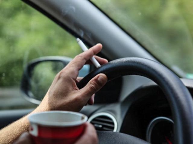 Hút thuốc lá trong xe làm ảnh hưởng đến ô tô như thế nào?