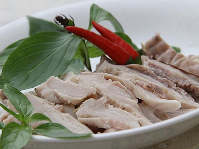 Rửa dạ dày heo bằng thứ này khiến món ăn khô lại bốc mùi khó chịu