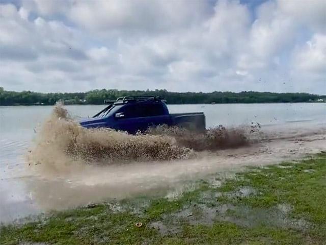 Xách Ford Ranger Raptor đi lội bùn và cái kết
