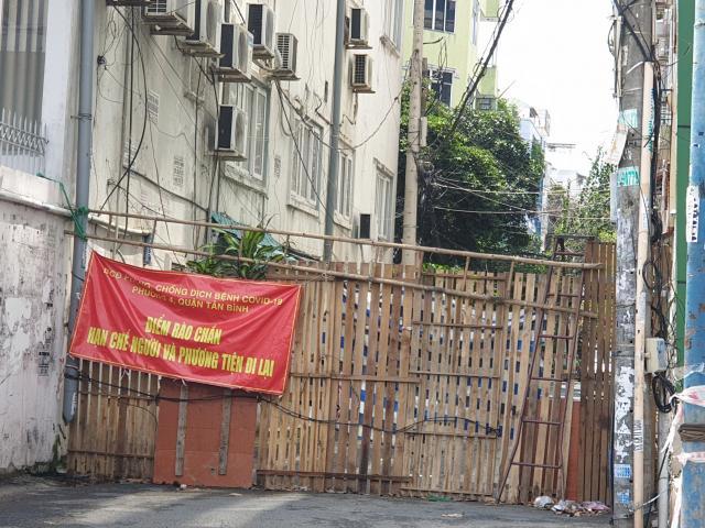 Cận cảnh những hàng rào chắn chống dịch ở TP.HCM sắp được gỡ bỏ
