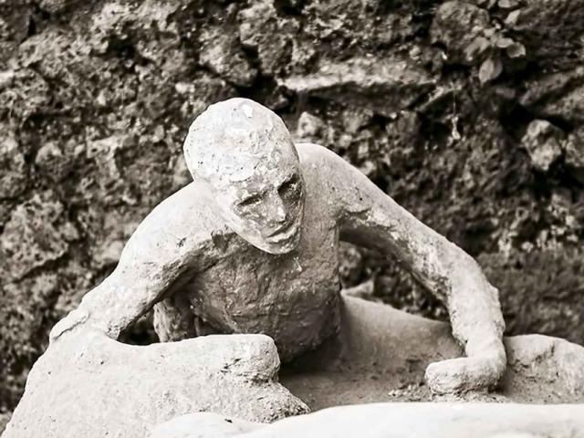 """Trộm cổ vật từ """"thành phố chết"""", du khách cầu cứu vì nghĩ bị """"dính lời nguyền"""""""