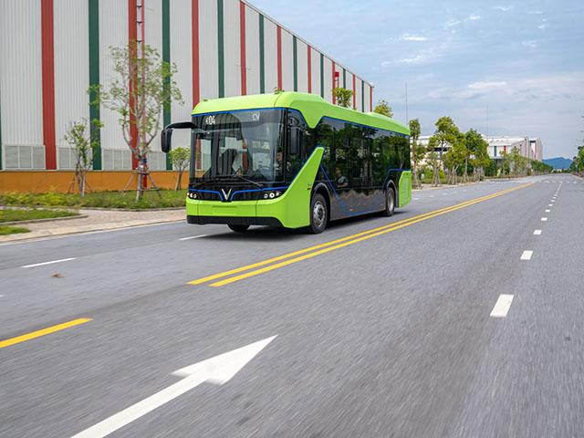 NÓNG: VinFast chạy thử nghiệm xe buýt điện không phát thải, không gây tiếng ồn