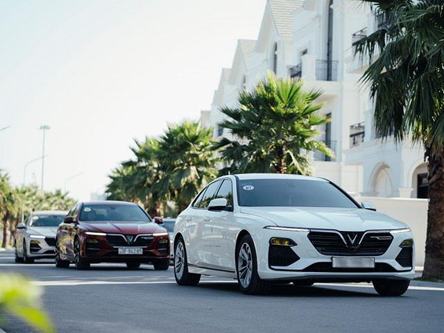 """VinFast Lux A2.0 tiếp tục """"vượt mặt"""" Toyota Camry, dẫn đầu nhóm sedan tầm giá 1 tỷ tháng 9/2020"""