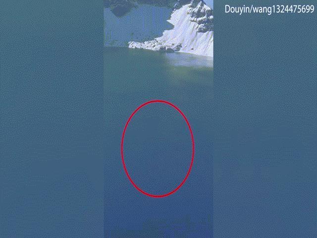 """TQ: Video """"thủy quái"""" ở hồ Thiên Trì xuất hiện, người dân hoang mang"""