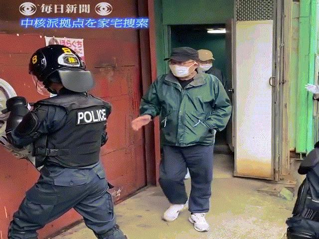 """Nhật Bản: Đột kích trụ sở phe cánh tả, cảnh sát nhận được màn """"đón tiếp"""" bất ngờ"""
