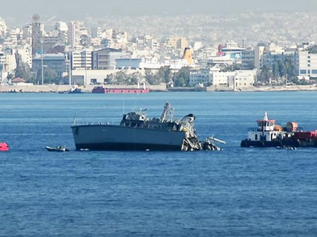 Chiến hạm Hy Lạp bị tàu chở hàng tải trọng 50.700 tấn xẻ làm đôi