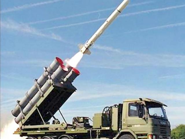 """100 tổ hợp tên lửa Mỹ bán cho Đài Loan có thể """"phá hủy một nửa lực lượng đổ bộ TQ"""""""