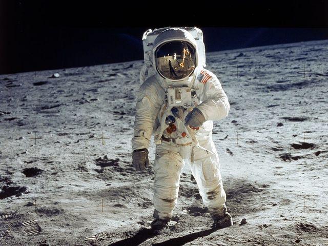 Lần đầu tiên trong lịch sử, nước Mỹ sẽ đưa người phụ nữ đầu tiên lên Mặt Trăng