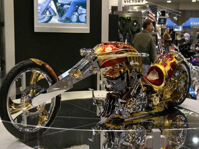 Choáng ngợp môtô Yamaha độ dát vàng giá gần 70 tỉ đồng