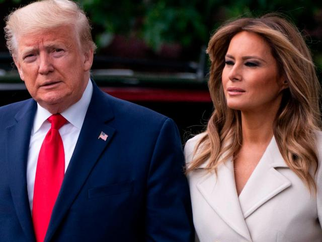 Ông Trump và đệ nhất phu nhân đón kỳ nghỉ lễ cuối cùng ở Nhà Trắng