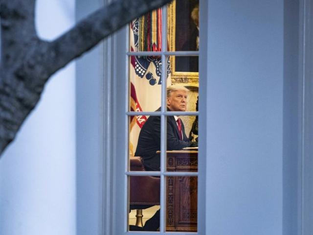 """Hé lộ """"tối hậu thư"""" khiến bộ máy ông Trump chuyển giao quyền lực cho ông Biden"""