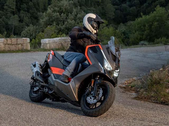 Kymco trình làng xe ga DT X360 thách thức Honda X-ADV
