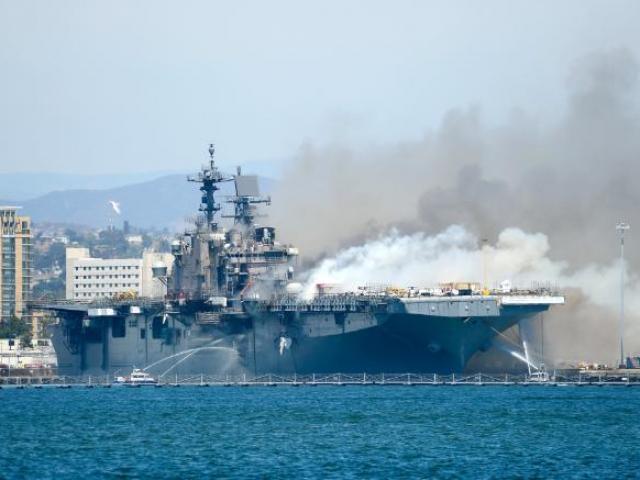 Số phận siêu tàu chiến trị giá tỉ USD của hải quân Mỹ sau vụ hỏa hoạn tồi tệ nhất lịch sử