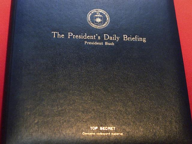 """""""Cuốn sách đáng sợ"""" từ nay ông Biden phải đọc mỗi ngày"""