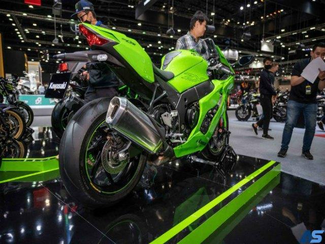 """Đánh giá chi tiết """"quái vật xanh"""" 2021 Kawasaki Ninja ZX-10RR"""