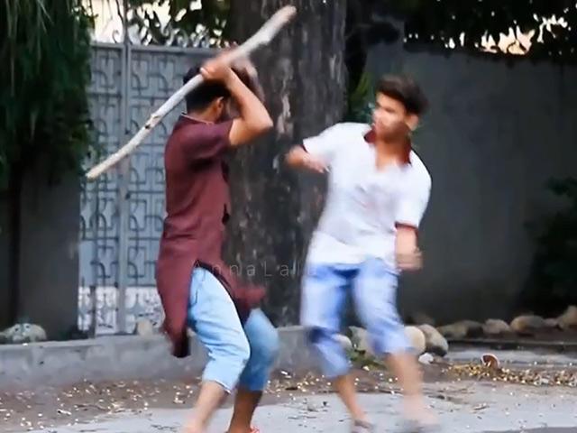 Thanh niên vác gậy ra phố dọa người đi đường khiếp vía