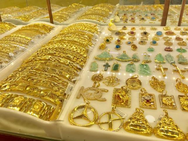Giá vàng hôm nay 12/10: Vàng thế giới bế tắc, vàng trong nước vẫn ở mức cao